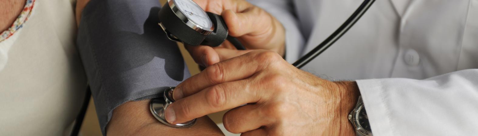 Hausarzt Untersuchung Blutdruck